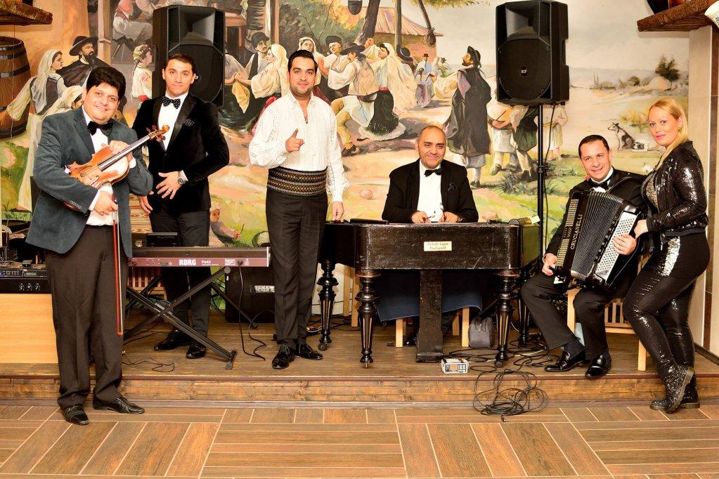 Taraf Bucuresti sarbatoreste Noua ani de muzica traditionala romaneasca