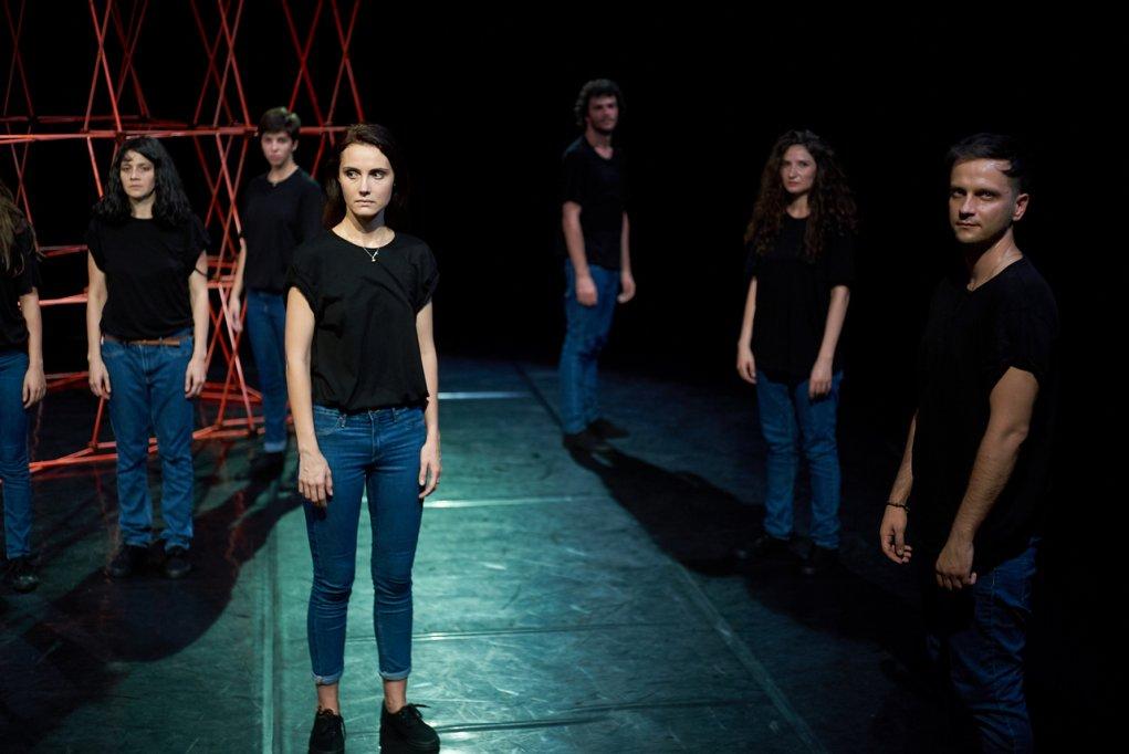 Teatru contemporan inspirat de povestea uneia dintre supraviețuitoarele dramei de la Colectiv