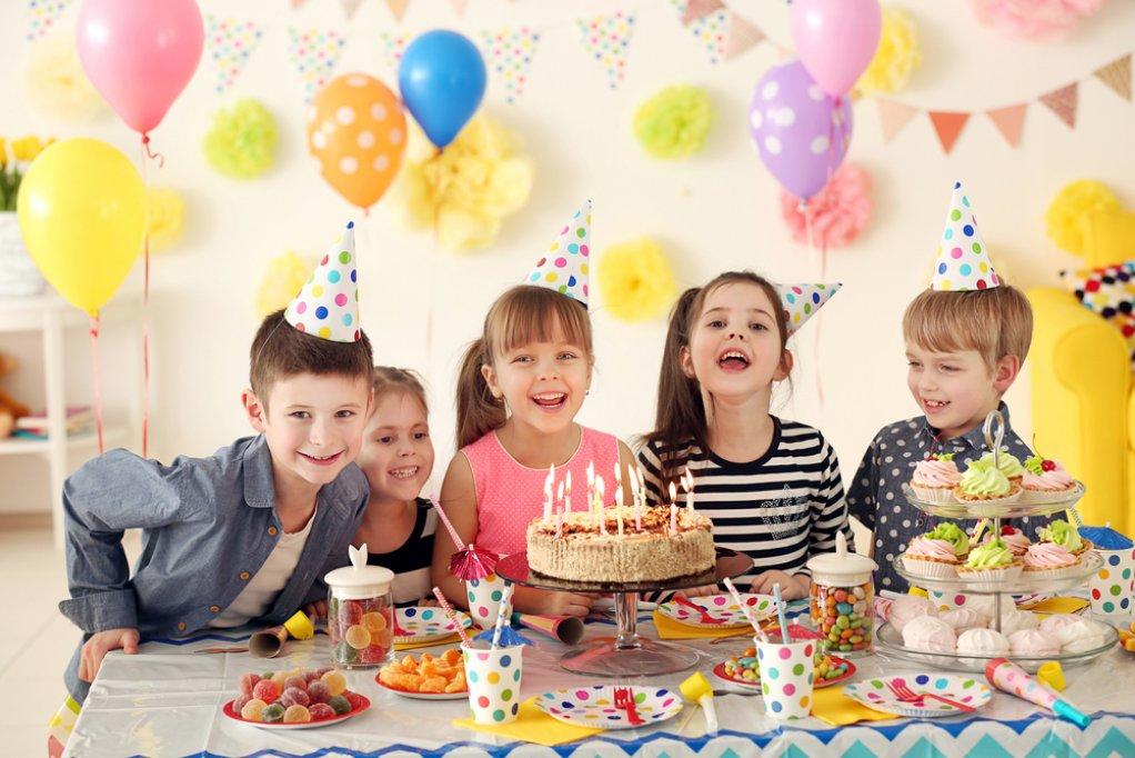Aniversarea copilului tău este în luna mai? Iată câteva sfaturi pentru a îi organiza o petrecere surpriză!