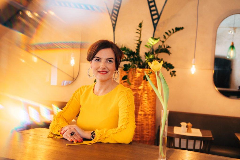 Românii nu socializează profesional pe Internet pentru că se simt mereu în concurenţă