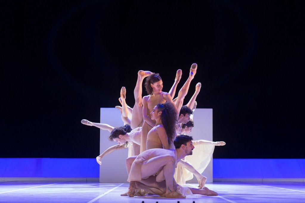 Două balerine românce vor dansa alături de prestigioasa companie Bejart Ballet Lausanne