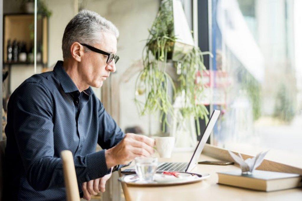 Cum să-ți găsești un job dacă ai peste 50 de ani? Top 5 sfaturi utile