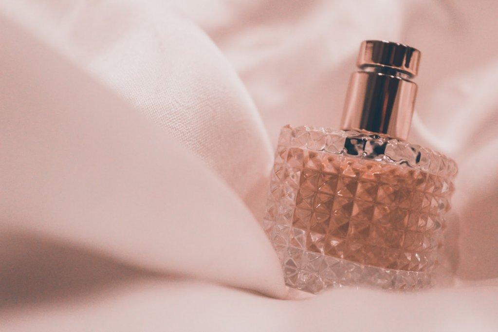 Cum să alegi cel mai potrivit parfum în funcţie de sezon