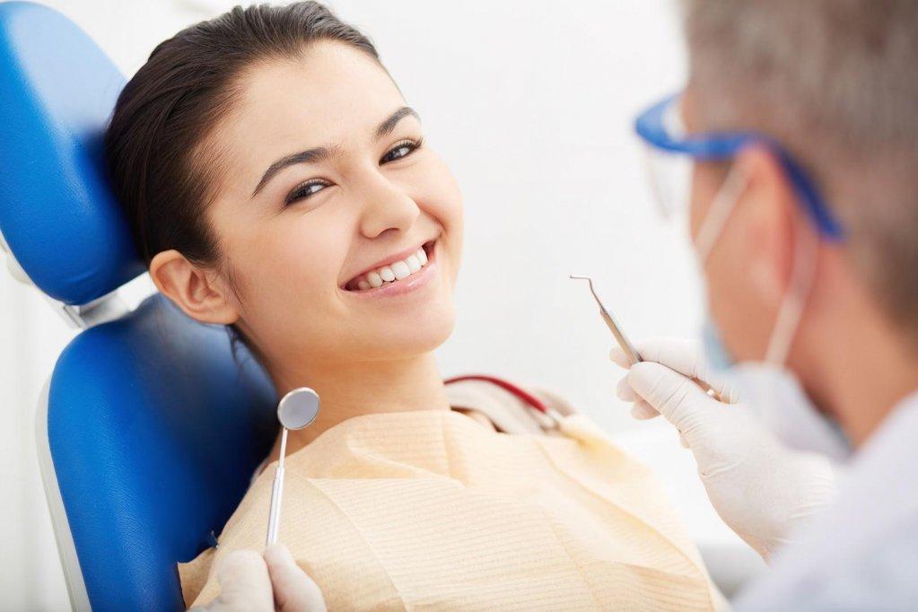 Lecția de stomatologie: ce este parodontoza și cum ne afectează dantura