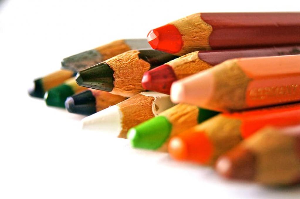 4 proiecte DIY realizate cu ajutorul creioanelor cerate