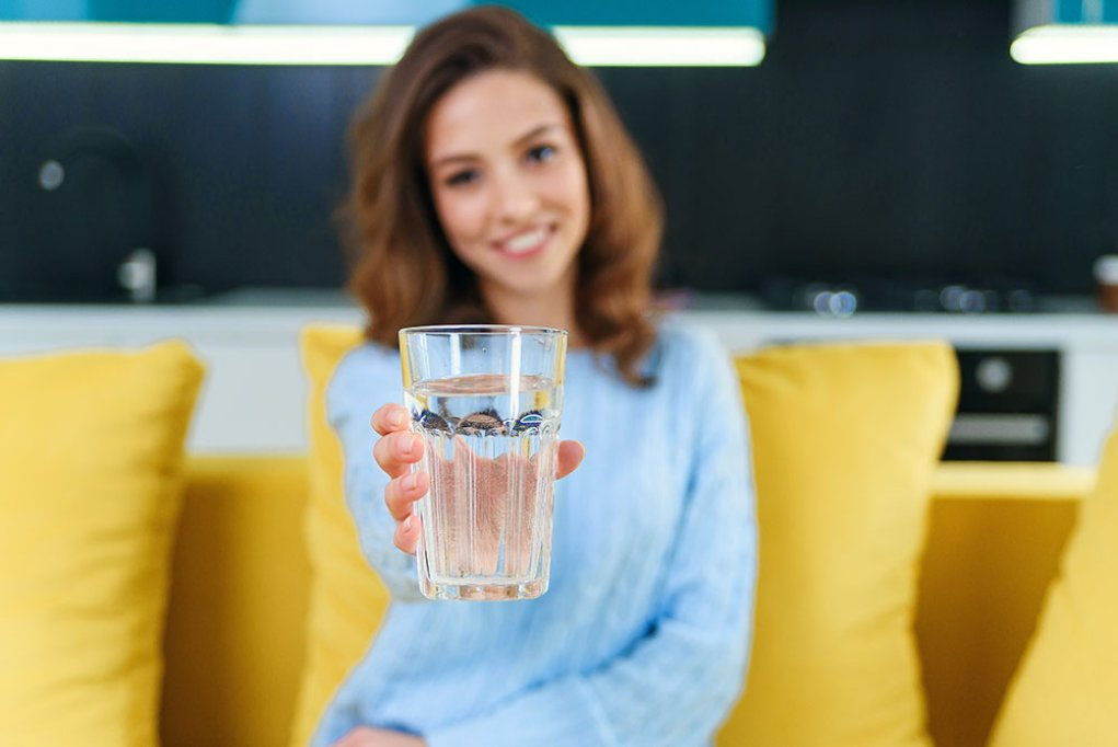 Care sunt beneficiile apei alcaline?