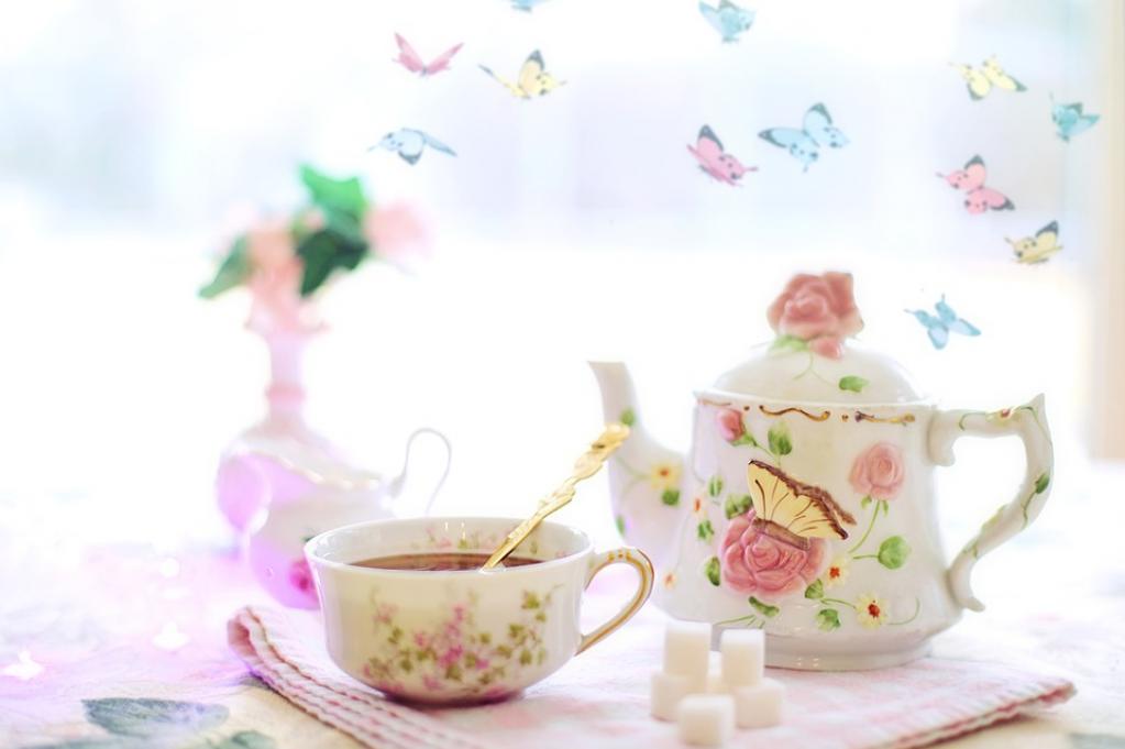 3 rețete de ceaiuri aromate pentru primăvară