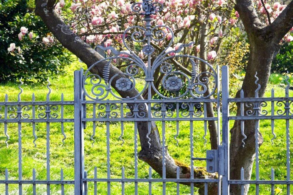 Întreținerea unui gard din metal