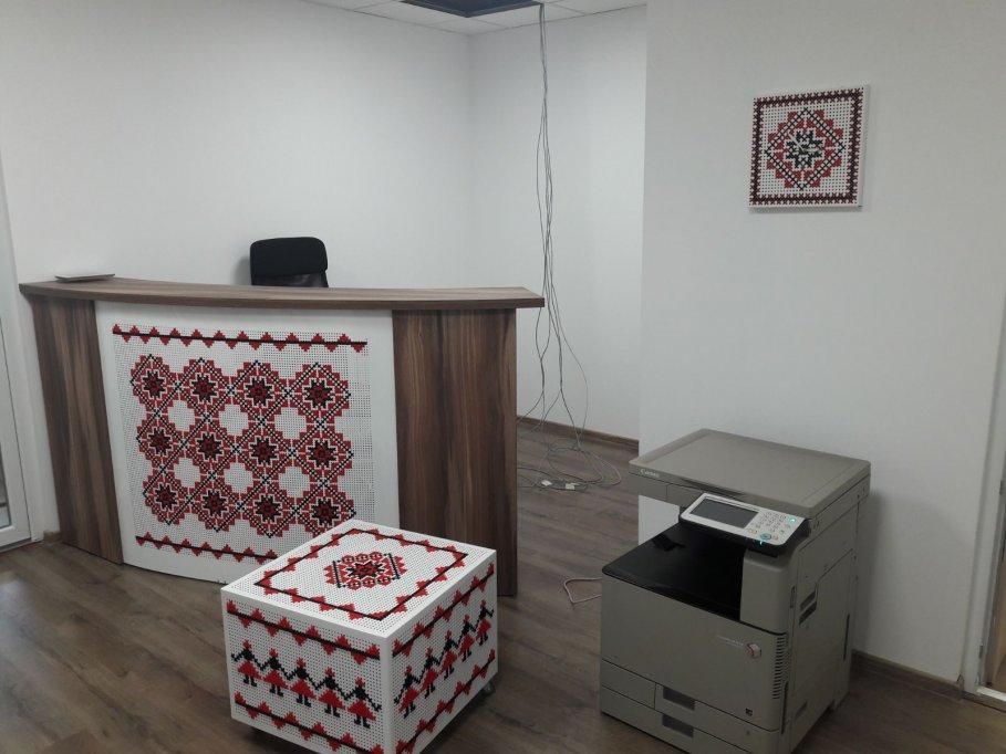 Colectia neoetnic – mobilier metalic stilizat cu motive traditionale