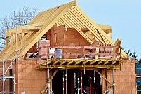 Cum te asiguri că reduci la minimum durata și costurile pentru construirea casei tale?