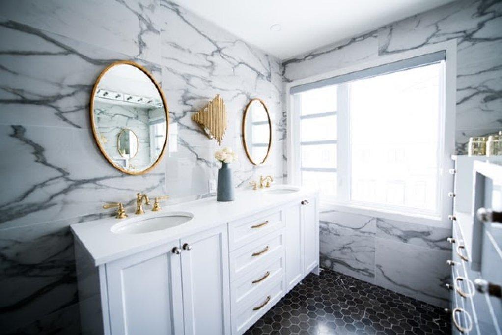 Cum alegi mobilierul de baie, în funcție de mărimea încăperii