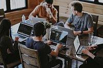 Ce muzică să asculți la birou pentru a-ți spori productivitatea?