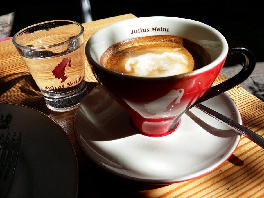 Profită de ofertele de nerefuzat la cafea boabe Julius Meinl!