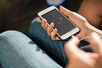 Telefonul se descarcă repede? 4 soluții