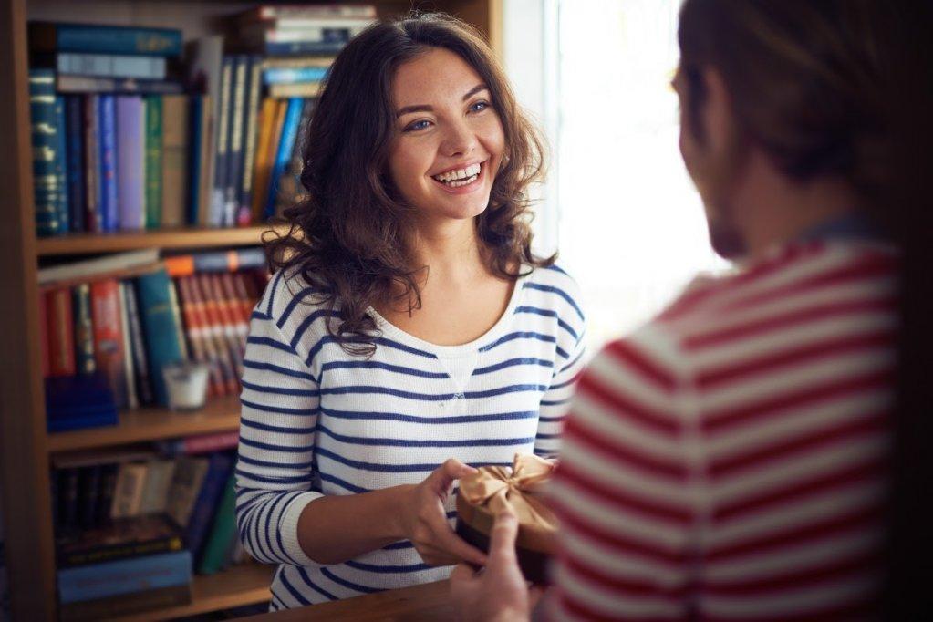Sfaturi pentru barbatii din Bucuresti - TOP 3 cadouri pe care TREBUIE sa le oferi unei femei puternice