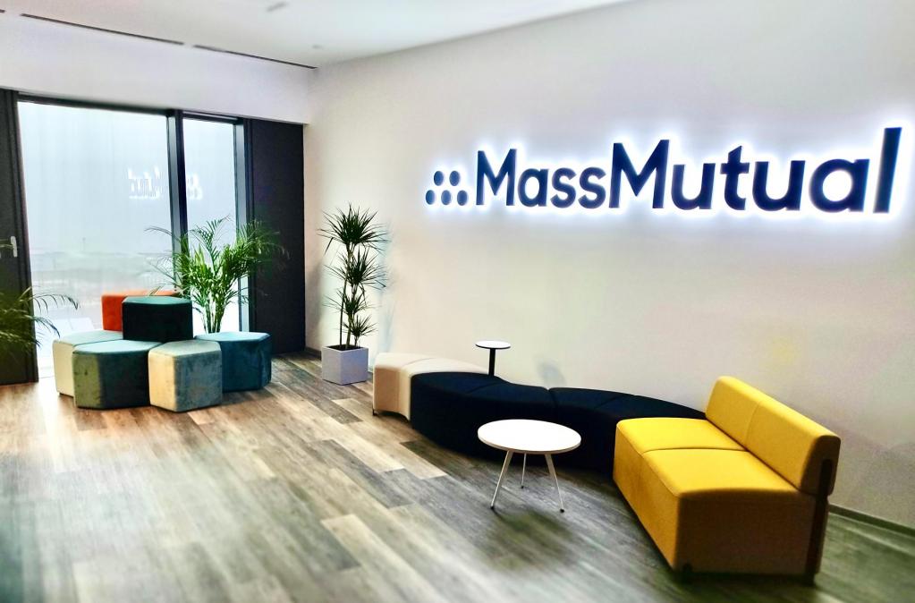 Massachusetts Mutual Life Insurance Company Intra in Romania cu Birouri in Bucuresti si Cluj-Napoca
