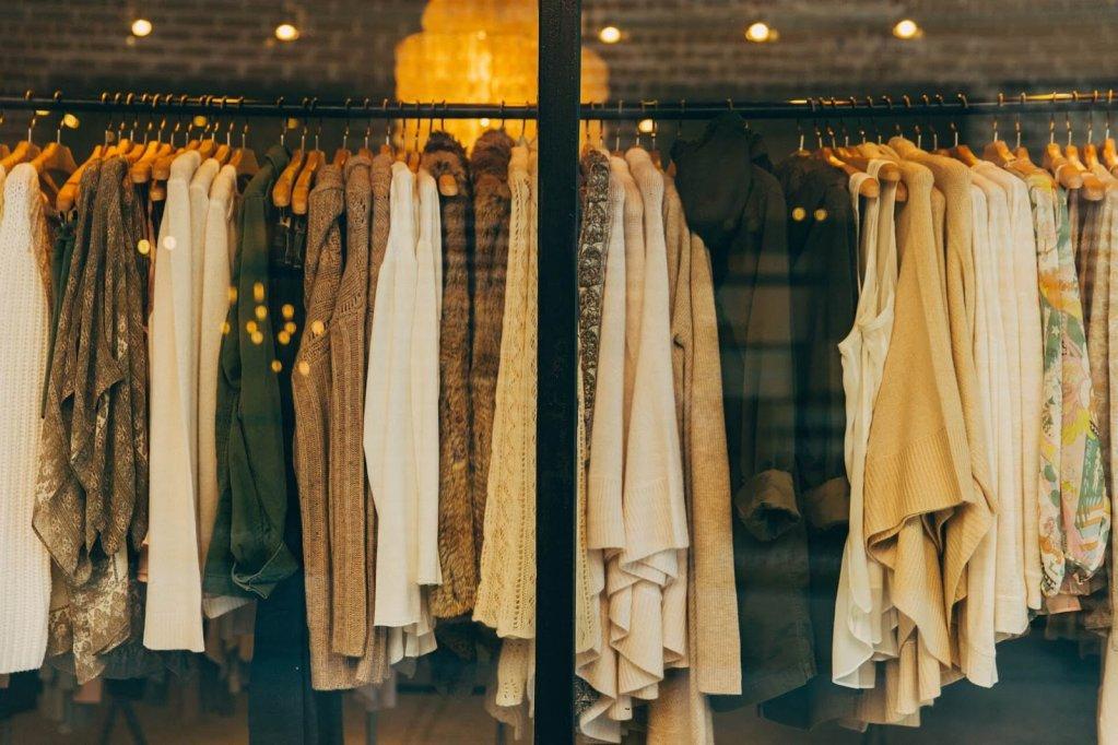 De ce merită să cumperi piese vestimentare de la branduri renumite? Iată 3 motive de care trebuie să ții cont!