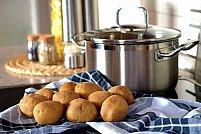 5 semne că este timpul să înlocuiești vasele pentru gătit