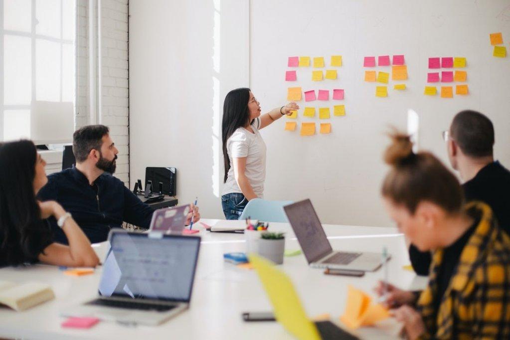 Cum să te lupți cu barierele comunicării eficiente în Online Marketing?