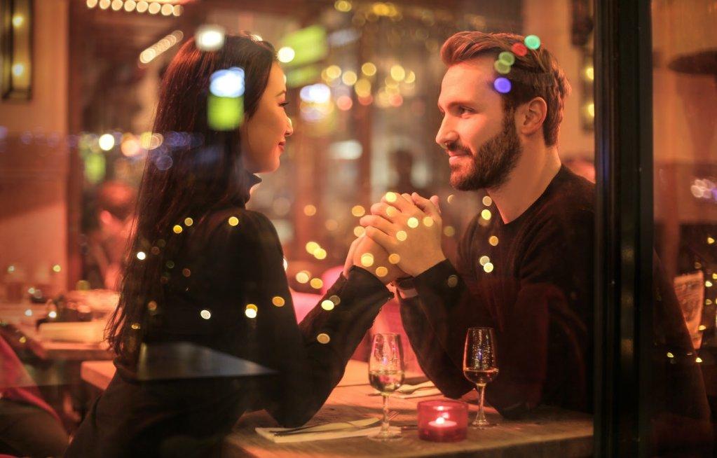 Cina romantică: 6 sfaturi de etichetă și vestimentație