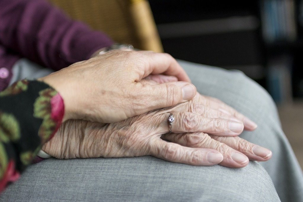 5 gesturi mici prin care poți să-i arăți mamei tale cât de mult o prețuiești