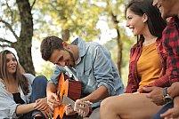 Vara - anotimpul perfect pentru a cânta la chitară în sânul naturii
