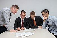 Ce avantaje îți poate aduce colaborarea cu un consultant financiar