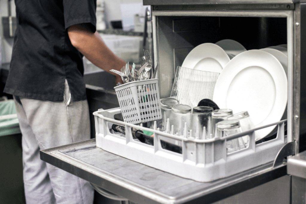 Masini de spalat vase profesionale - ce beneficii aduc restaurantului tau