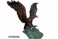 Statueta vultur este realizata din alama si este de dimensiuni mari. Statueta vultur are o manopera si finisaje deosebite.
