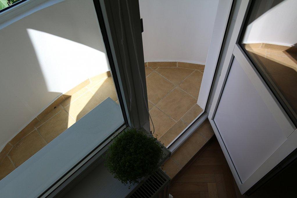 Proprietar vand apartament 3 camere,et. 2, zona Mircea cel Batran