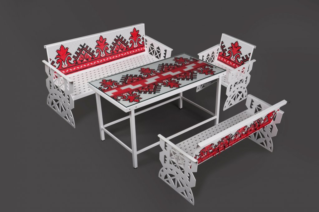 Piese de mobilier inspirate de cultura si traditiile romanesti