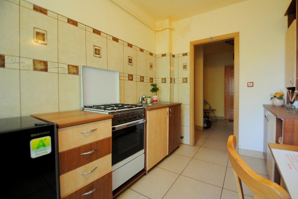 Inchiriez apartament 3 camere zona Medicina