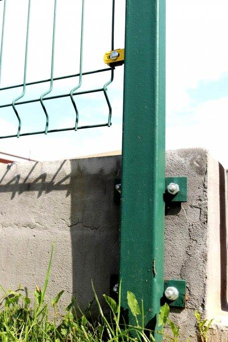3 avantaje ale stalpilor metalici de gard livrati de H Metal