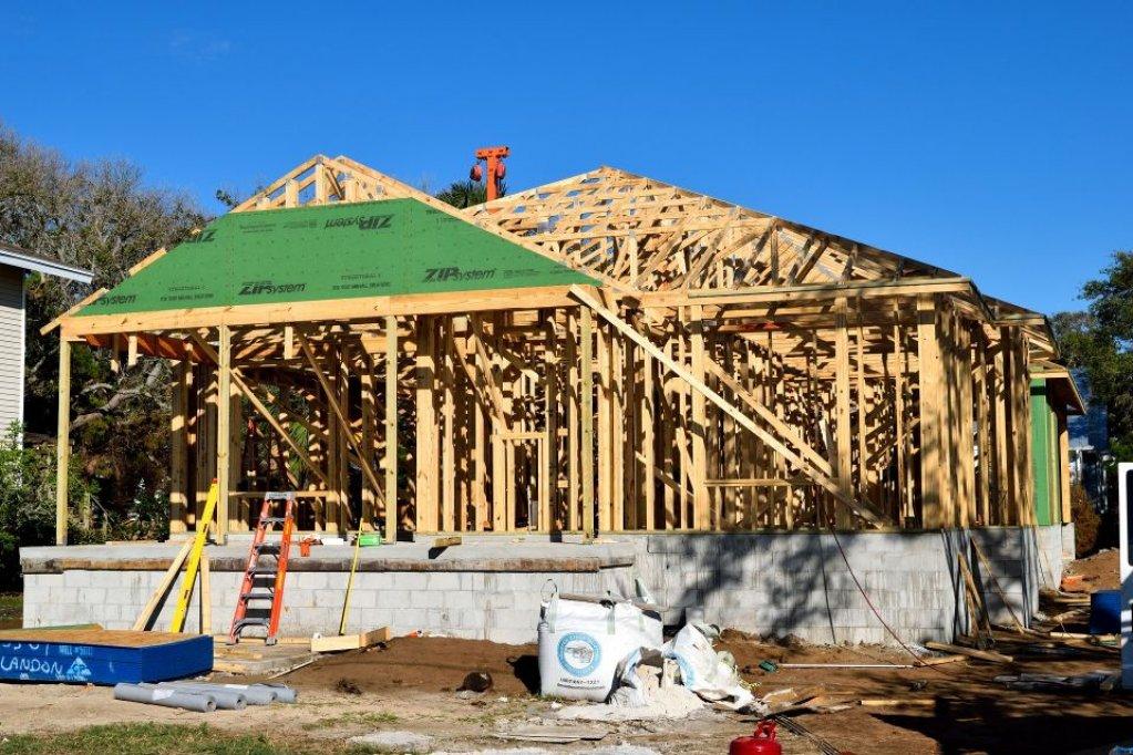 Pasii pe care trebuie sa-i urmezi daca vrei sa-ti construiesti o casa